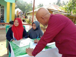 Wartawan meninjau Posko Desa