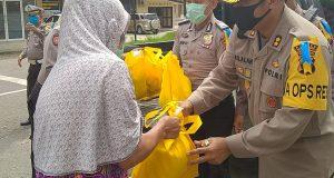 Polisi Bantu Warga