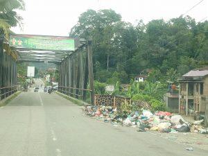 Sampah dijembatan