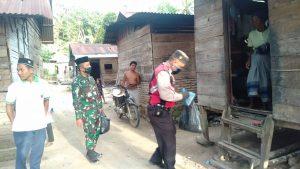 TNI dan Polisi Bagi Takjil